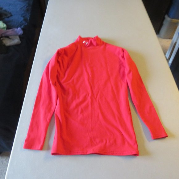 Red Under Armour Top Size Medium